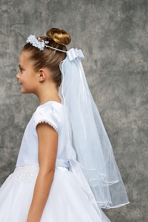 White flowers and pearls crown First Communion Veil
